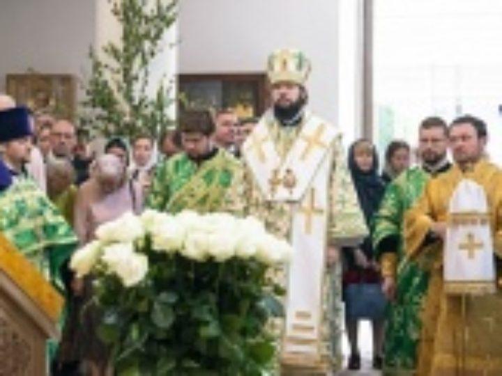 Патриарший экзарх Западной Европы возглавил престольные торжества Троицкого кафедрального собора в Париже