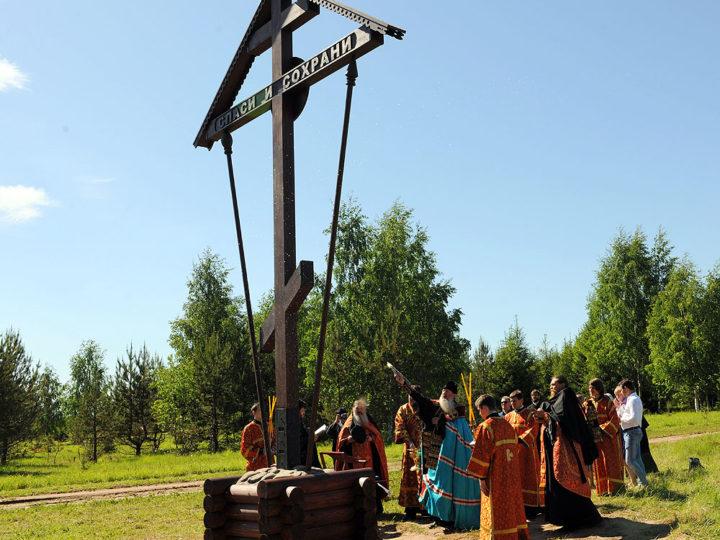 2 июня 2019 г. Участие митрополита в освящении креста в селе Великорецком (Вятская митрополия)