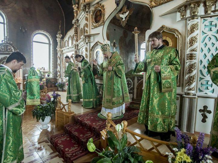 Митрополит Аристарх посетил Троицкий храм в Инском в канун престольного дня