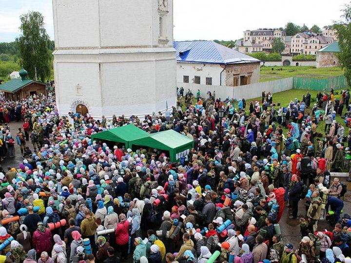 3 июня 2019 г. Божественная литургия перед началом Всероссийского Великорецкого крестного хода в Вятской митрополии