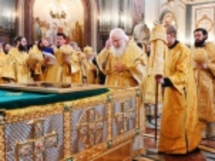 В Москву из Мурома впервые принесена рака с мощами святых благоверных Петра и Февронии