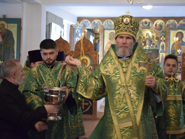 Епископ Владимир совершил Литургию в престольный праздник храма преподобного Сергия Радонежского при СибГИУ