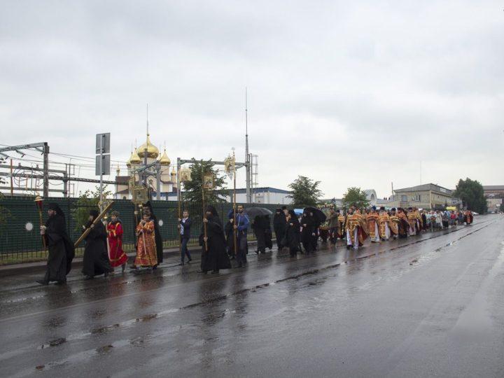 В день памяти Царственных страстотерпцев митрополит возглавил крестный ход по улицам Ленинска-Кузнецкого