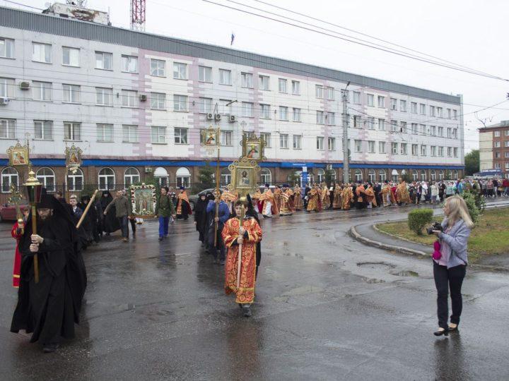 17 июля 2019 г. Литургия и крестный ход в Ленинске-Кузнецком в день памяти Царственных страстотерпцев