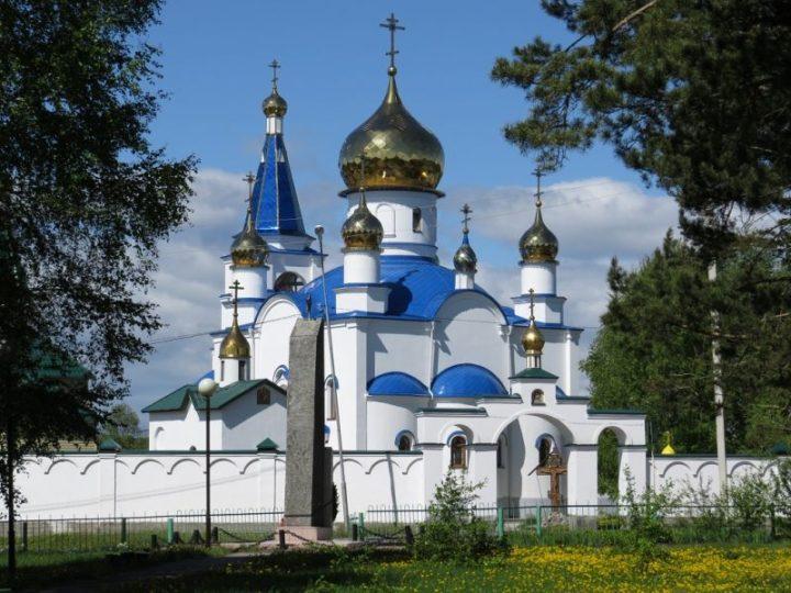 В праздник Казанской иконы Божией Матери митрополит совершил литургию в поселке Школьном