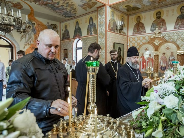 Губернатор Кузбасса посетил новоосвящённый храм в Гурьевске
