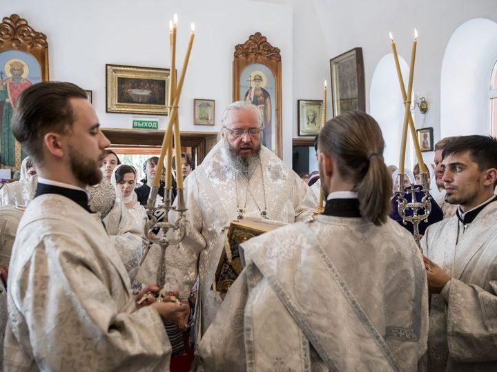 В канун Преображения митрополит совершил богослужение в Богоявленском храме Бачатского