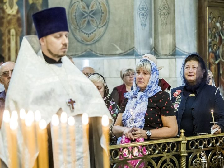 Митрополит совершил панихиду по погибшим в ТРК «Зимняя вишня»