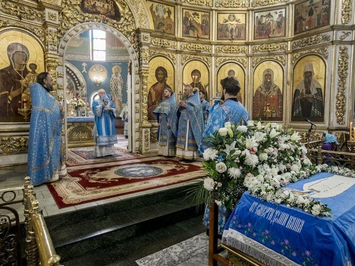 28 августа 2019 г. Божественная литургия в Знаменском кафедральном соборе в праздник Успения Пресвятой Богородицы