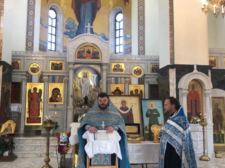В храм Казанской иконы Божией Матери Кемерова доставлена частица Покрова Пресвятой Богородицы