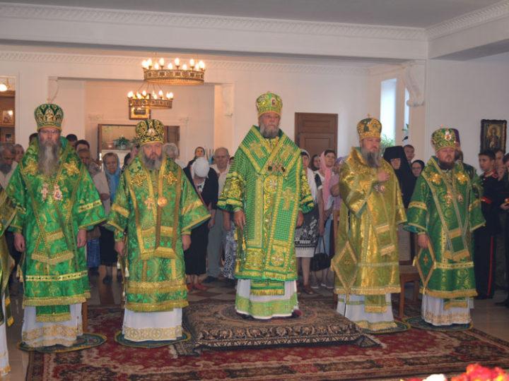 Кузбасский архипастырь принял участие в служении праздничной Литургии в годовщину архиерейской хиротонии архиепископа Тираспольского и Дубоссарского Саввы