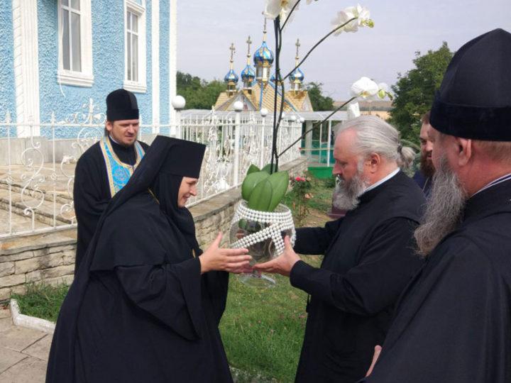 14 сентября 2019: Кузбасский архипастырь посетил Успенский женский монастырь села Кушелэука, где хранятся мощи святой блаженной Агафии Кушеловской