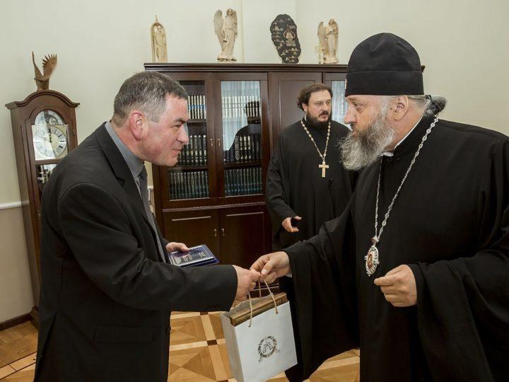 Глава Кузбасской митрополии встретился с представителями посольства Ватикана