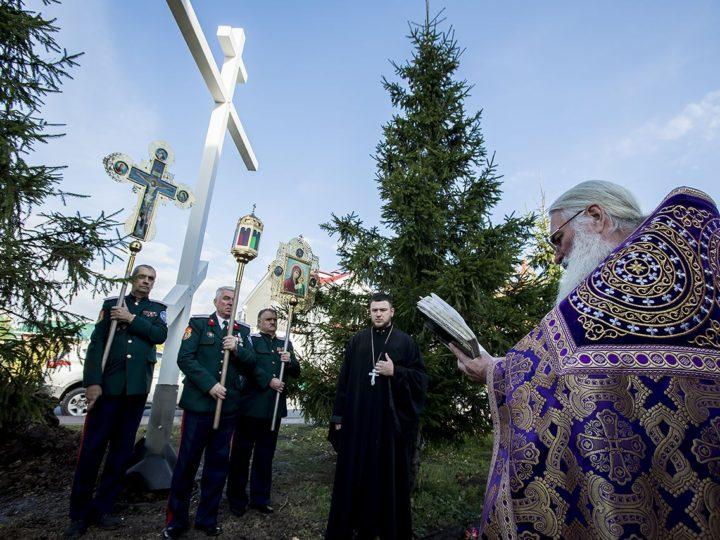В праздник Воздвижения Креста Господня в Лесной Поляне установили и освятили поклонный крест