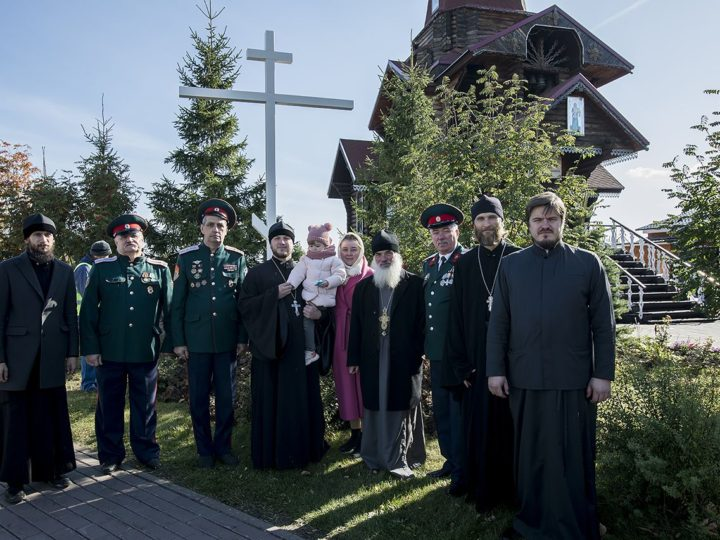 27 сентября 2019 г. Установка поклонного креста в жилом районе Лесная Поляна в праздник Воздвижения