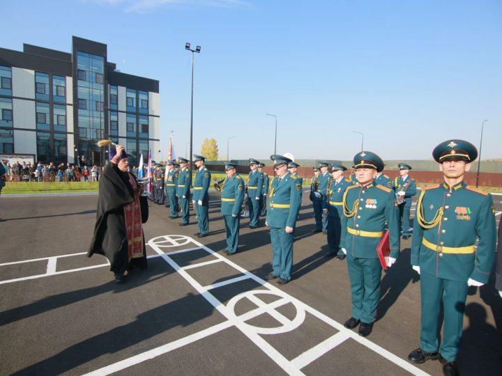 Священник освятил Кемеровское президентское кадетское училище