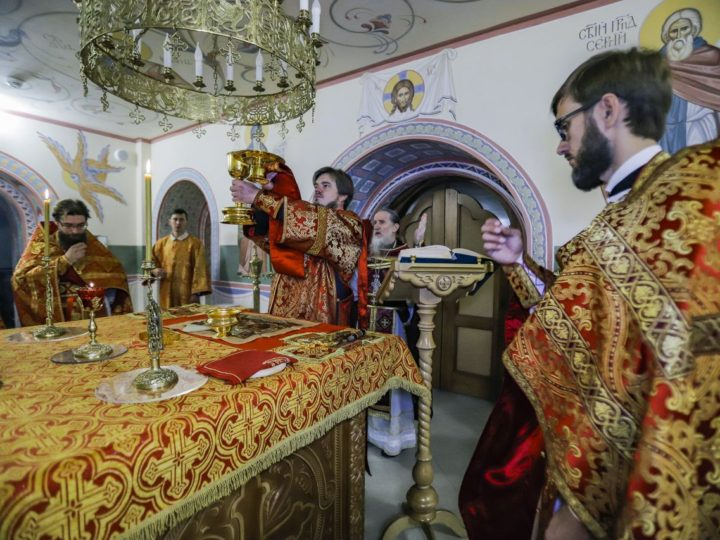 Кемеровский храм отметил престольное торжество нижнего придела церкви