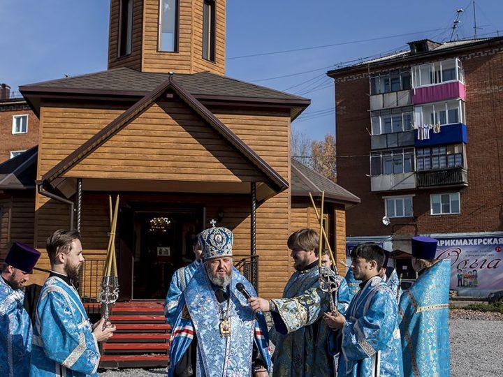 Митрополит Аристарх освятил Успенский храм в Прокопьевске