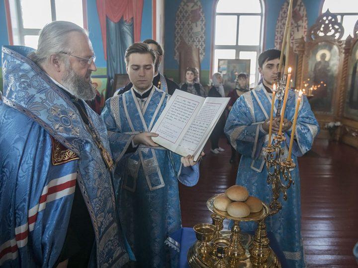 Глава митрополии совершил Всенощное бдение в Покровском храме Прокопьевска в канун престольного дня