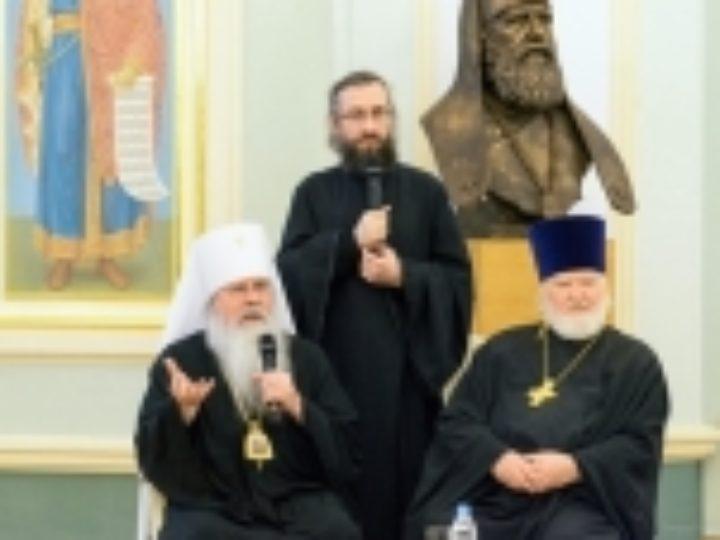 Блаженнейший Митрополит всей Америки и Канады Тихон возглавил симпозиум в ПСТГУ, посвященный жизни Православной Церкви в Америке