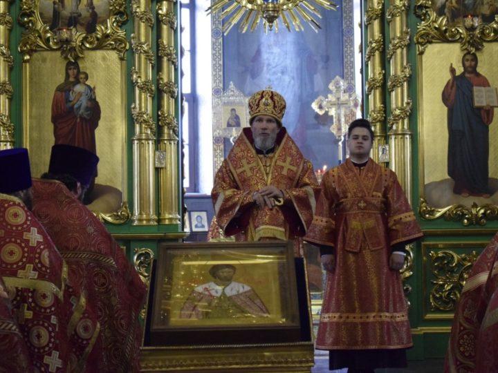Епископ Новокузнецкий и Таштагольский Владимир совершил Божественную литургию в Осинниках