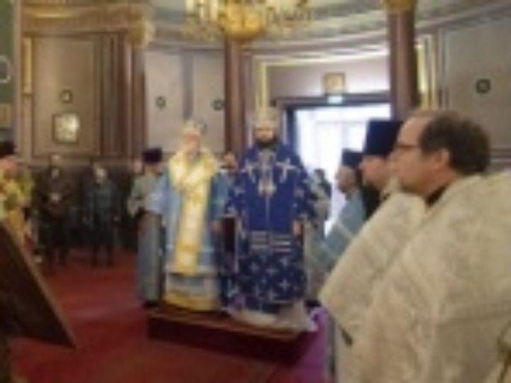 Глава Архиепископии приходов русской традиции и Патриарший экзарх Западной Европы возглавили престольные торжества Александро-Невского собора в Париже