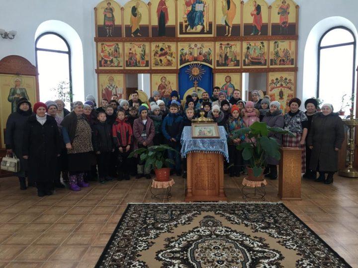 Педагоги и учащиеся школы в Горскине посетили местный храм в праздник Введения во храм Пресвятой Богородицы