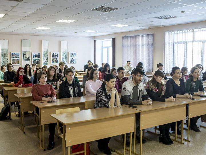 2 декабря 2019 г. Встреча митрополита Аристарха с ректором и студентами кафедры теологии КемГИК