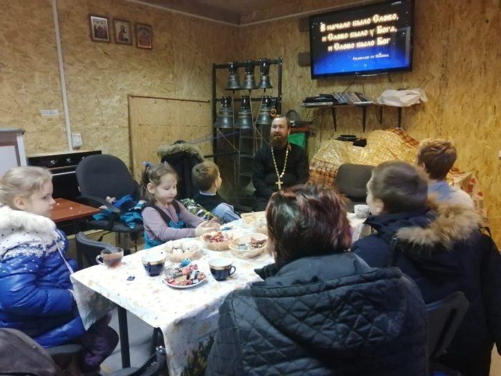 Дети из социально-игровой комнаты посетили кемеровский храм