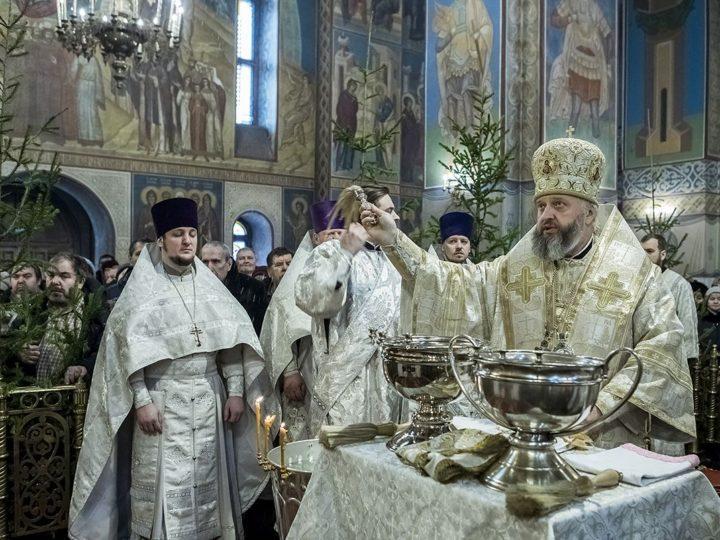 В день Богоявления митрополит Аристарх совершил чин Великого освящения воды в Знаменском соборе