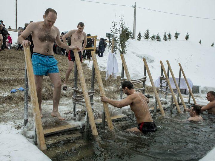 19 января 2020 г. Посещение главой митрополии крещенской проруби в селе Елыкаево Кемеровского района