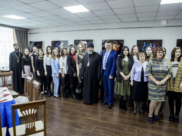 В преддверии Дня мученицы Татианы глава митрополии встретился с лучшими студентами КемГИК