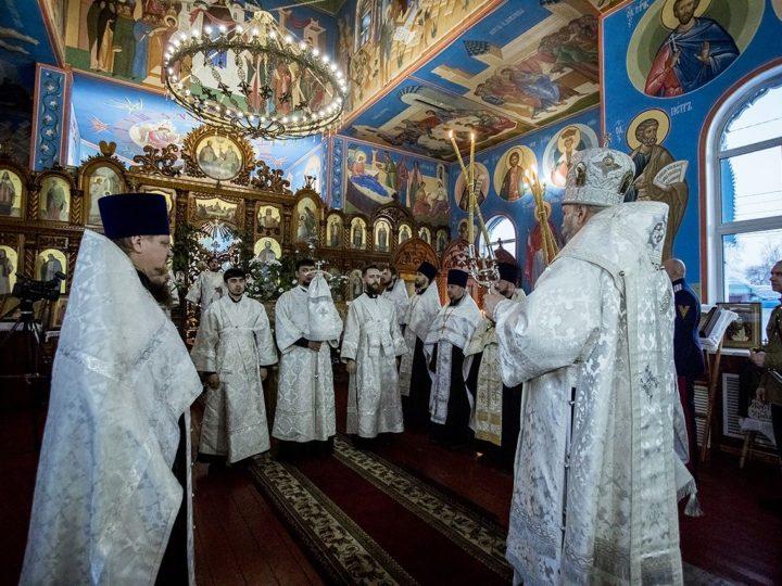 Митрополит совершил Великую вечерню в Покровском храме Прокопьевска