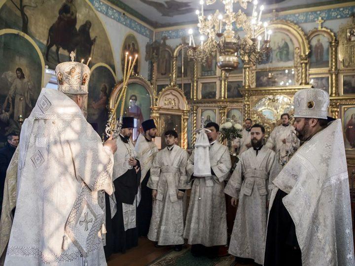 В канун субботы по Рождестве глава митрополии совершил Великую вечерню в Петропавловском храме Киселёвска