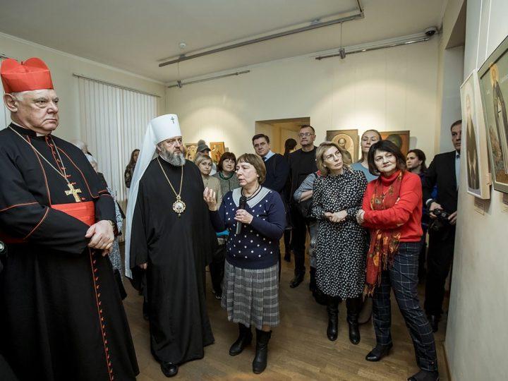 Митрополит Аристарх посетил открытие выставки «Святые неразделённой Церкви» в Кемеровском музее изобразительных искусств