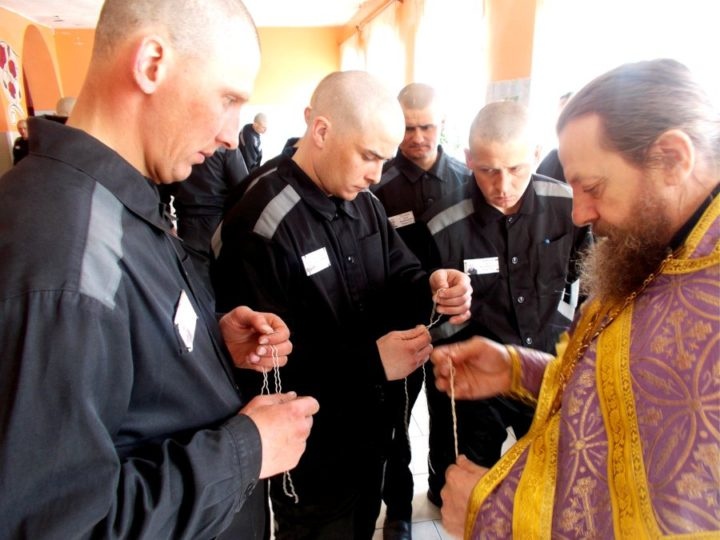 В рамках «Недели молитвы» в исправительных учреждениях Анжеро-Судженска совершены молебны