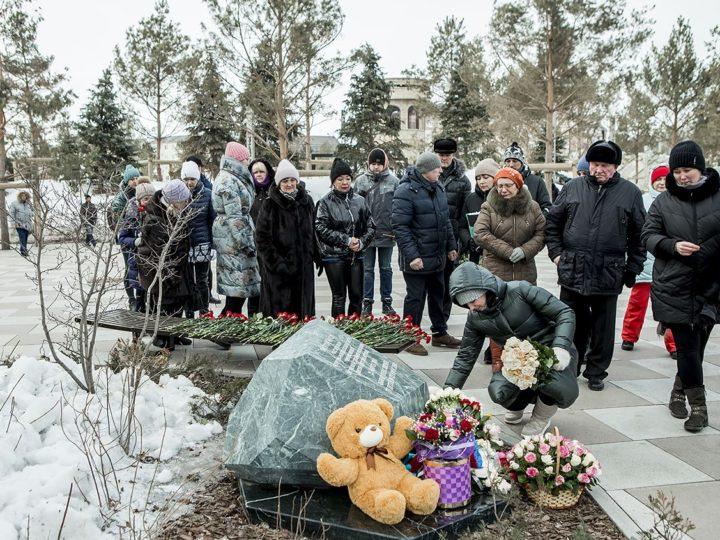 25 марта 2020 г. Заупокойная лития в Сквере ангелов по погибшим в сгоревшей «Зимней вишне»