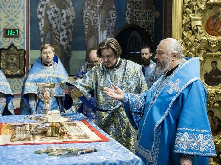 7 апреля 2020 г. Божественная литургия в праздник Благовещения Знаменском кафедральном соборе