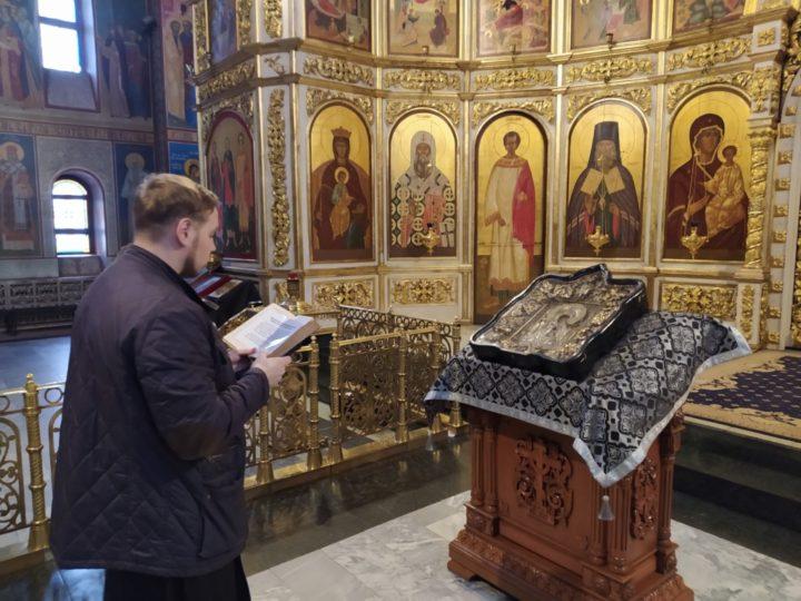 Кемеровские священнослужители совершили объезд храмов города с молитвой об избавлении от пандемии