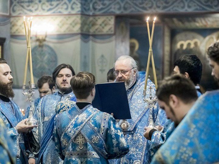 3 апреля 2020 г. Утреня с акафистом Божией Матери в Знаменском кафедральном соборе Кемерова