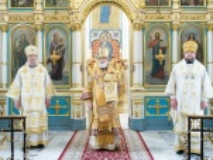 В день памяти апостолов Петра и Павла Патриарший экзарх всея Беларуси совершил Литургию в Свято-Духовом кафедральном соборе Минска