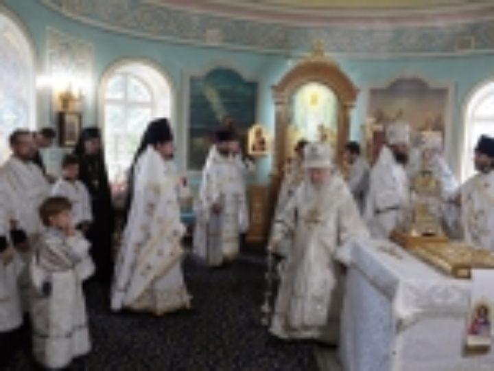 Митрополит Крутицкий Ювеналий освятил Владимирский храм в подмосковных Мытищах