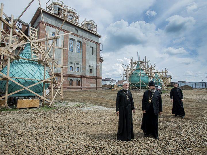 Глава митрополии посетил строящийся в Кемеровском районе храм