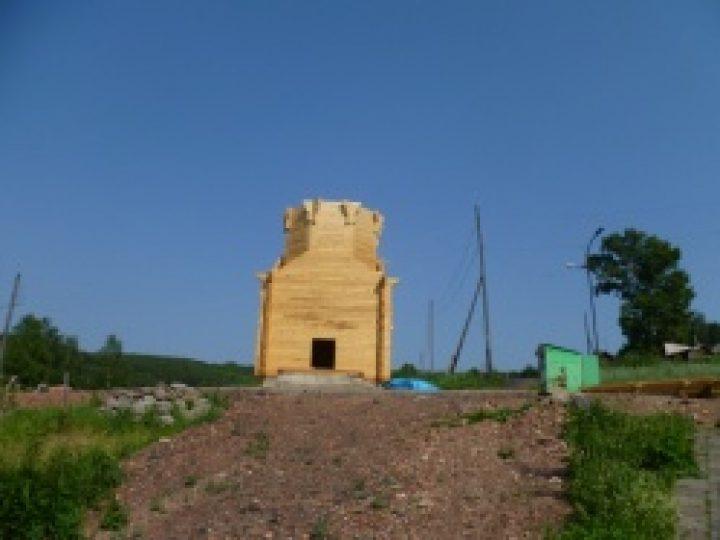 Часовня, строящаяся на месте бывшего лагеря для политзаключенных в Осинниках, увенчалась куполом с крестом