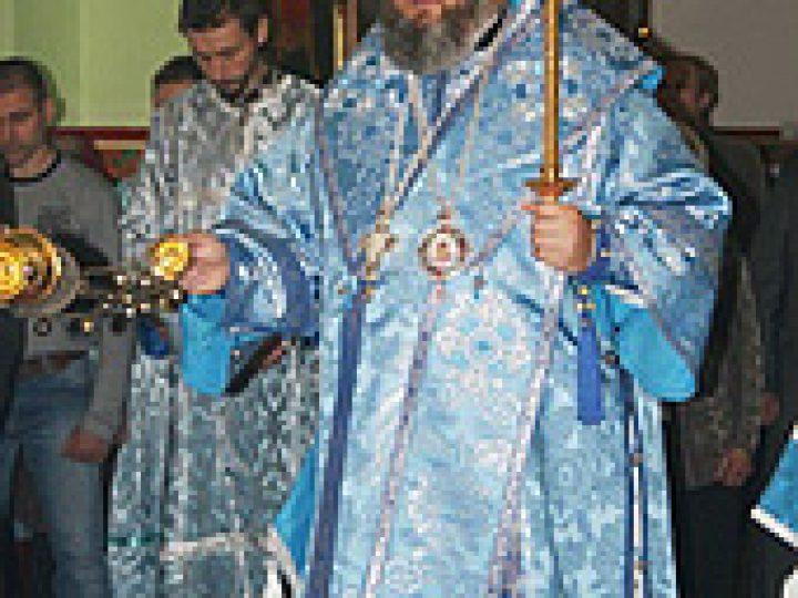 В праздник Успения Пресвятой Богородицы митрополит Аристарх совершил Литургию в Знаменском соборе