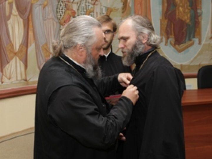 Глава Кузбасской митрополии наградил сотрудников Информационно-просветительского отдела епархии