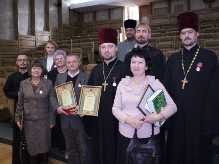 Вручены Патриаршие медали кузбассовцам, активно поучаствовавшим в мероприятиях по случаю юбилея победы в войне 1812 года