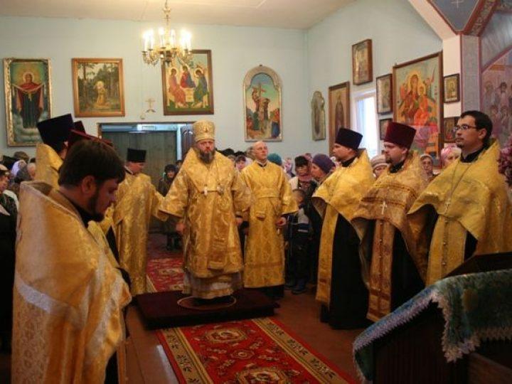 Глава Кузбасской митрополии совершил всенощное бдение в Свято-Покровском храме г. Калтан