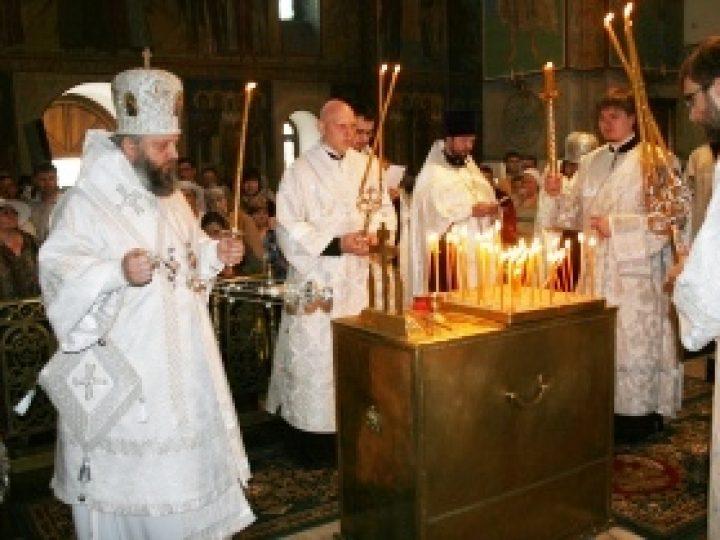 В Димитриевскую родительскую субботу митрополит Аристарх совершил панихиду в Знаменском соборе