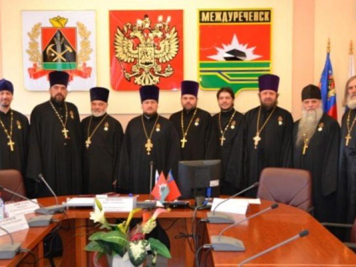 В Междуреченске вручены областные награды духовенству Новокузнецкой епархии